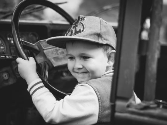 В Марий Эл отца оштрафуют за передачу управления авто семилетнему сыну