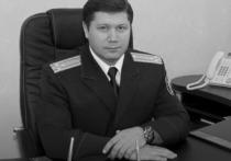 На данный момент рассматриваются две версии, почему глава СК по Пермскому краю Сергей Сарапульцев покончил с собой, сообщает Telegram-канал Readovka