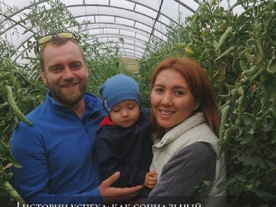Семья из Калмыкии вырастила огурцы на деньги соцконтракта