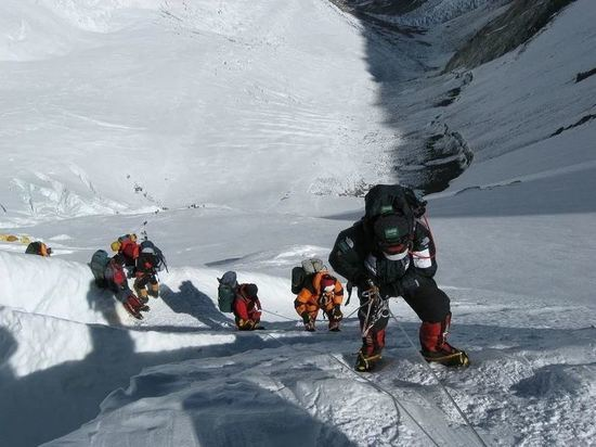 На Эльбрусе нашли четырех пропавших альпинистов, есть погибший