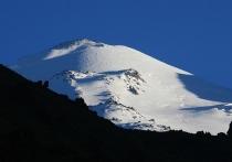 На Эльбрусе продолжаются поиски группы альпинистов, застрявшей на вершине из-за ухудшившихся погодных условий