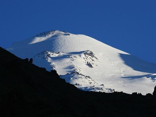По меньшей мере три альпиниста погибли на Эльбрусе
