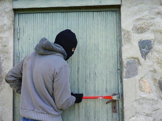 Житель Колымы ограбил магазин: полиция нашла его через полгода