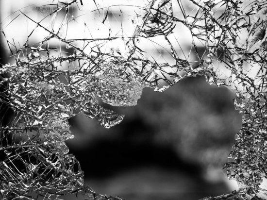 Жительница Колымы побила подруге окна