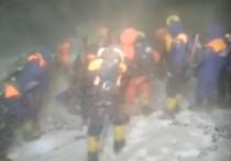 На Эльбрусе во время спуска с вершины погибли пятеро туристов, остальные 14 членов группы из разных городов России получили обморожение
