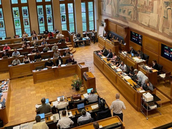 Рада приняла скандальный закон о поражении олигархов в правах