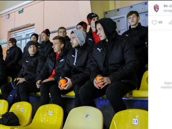 Белгородские футболисты поддержали молодёжную хоккейную команду «Белгород»