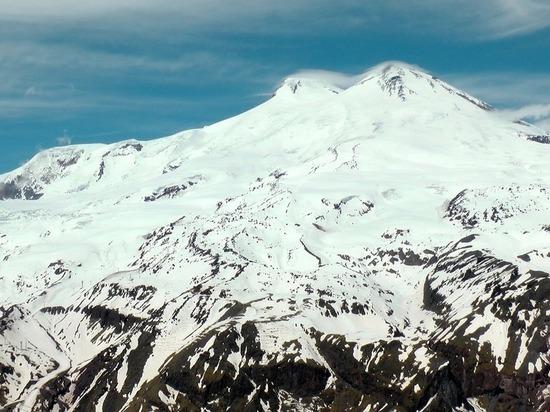 Тела трех альпинистов не смогли спустить с Эльбруса