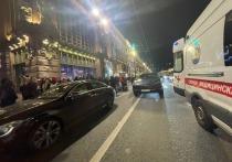 Очевидцы сообщили о ДТП, произошедшем на пешеходном переходе через Невский проспект у Екатерининского сада