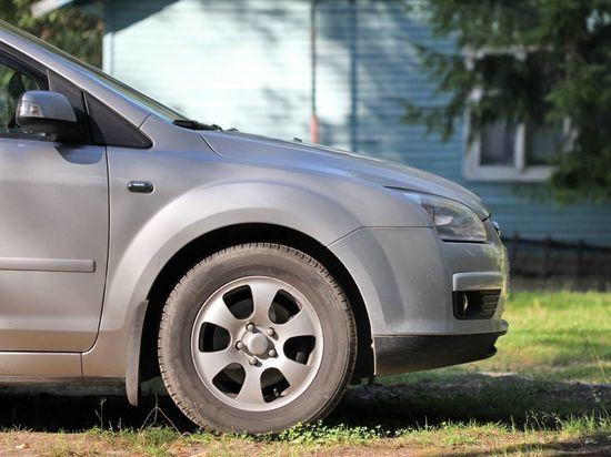 Любящие парковаться на газонах петербуржцы пополнили казну двумя миллионами рублей