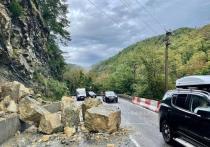 Участок трассы «Джубга-Сочи» перекрыли из-за камнепада