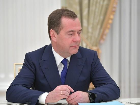 Медведев назвал электронное голосование требованием времени