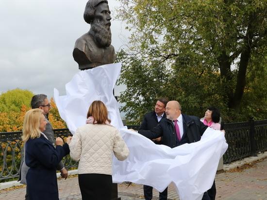 Памятник Владимиру Далю установлен на Верхневолжской набережной
