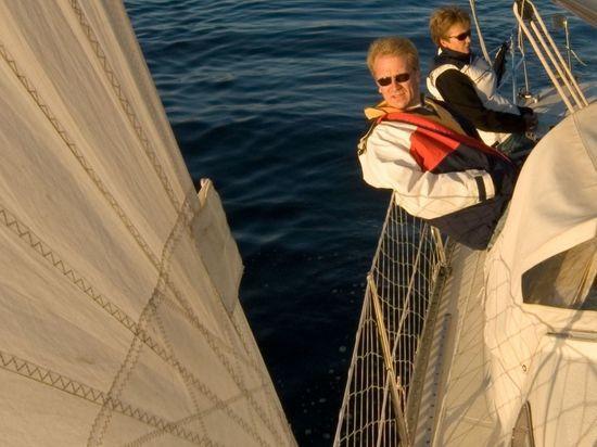 Парусные яхты «вальсируют» на балу в акватории Невы