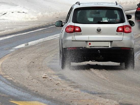 Массовая авария произошла на заснеженной кузбасской трассе