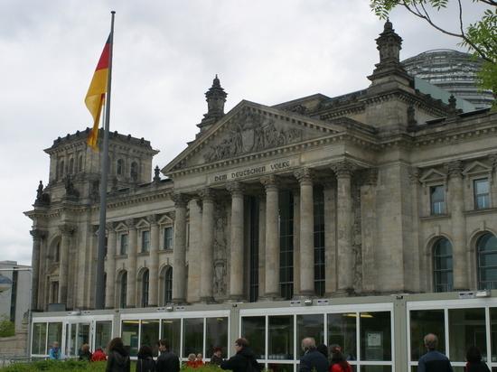 В Берлине на участках голосования начали заканчиваться бюллетени