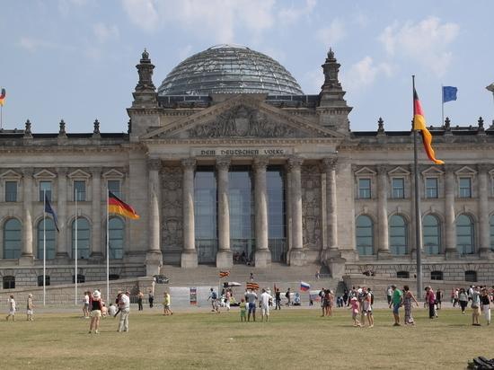 Социал-демократическая партия Германии во главе с Олафом Шольцем лидирует на парламентских выборах в Германии