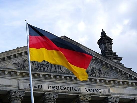 Социал-демократ Шольц обходит Бербок в борьбе за прямой мандат в бундестаг