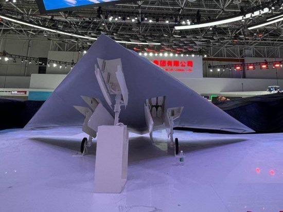 """Китай представил новейший ударный стелс-беспилотник """"Острый меч"""""""