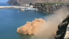 На острове Пальма лава вулкана Кумбре-Вьеха дошла до океана: видео