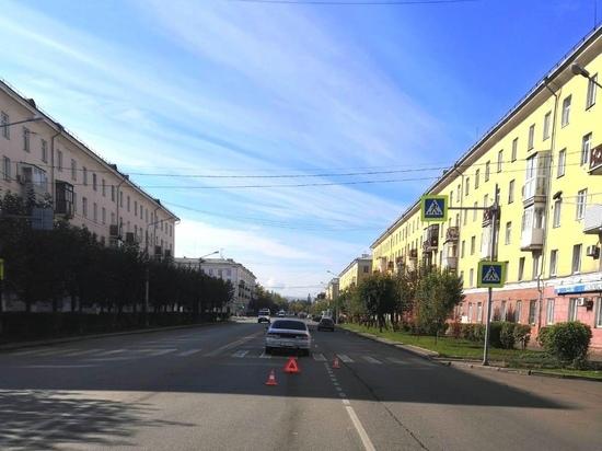 В Красноярске бабушка и внук попали под колеса автомобиля