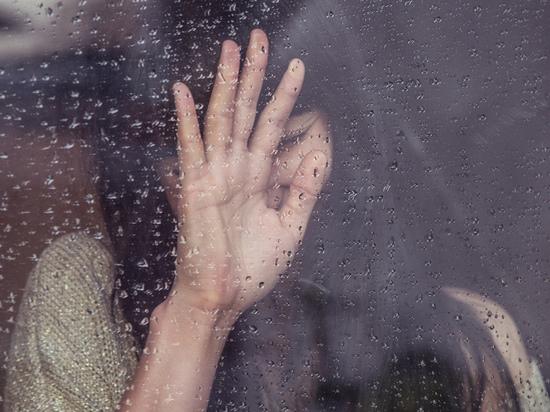 Накрыла осенняя депрессия: психолог рассказал, как ее избежать, и о первых звоночках