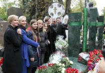 Утром 27 сентября на Новодевичьем кладбище состоялось долгожданное событие — открыли памятник Олегу Табакову