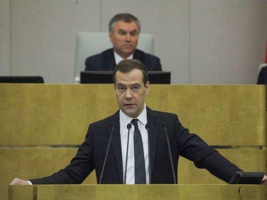 Медведев раскритиковал Twitter за рекомендацию подписаться на Навального