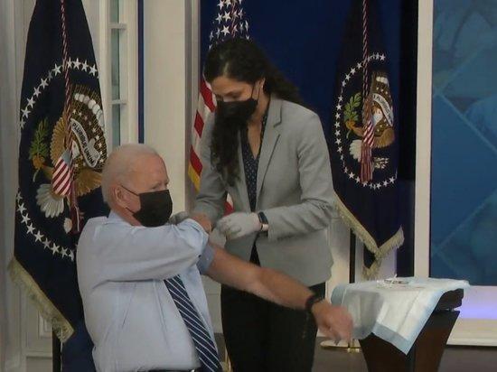 Джо Байден публично сделал третью прививку от коронавируса