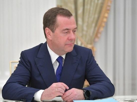 """Медведев ответил на сомнения Запада в легитимности выборов: """"Плевать"""""""