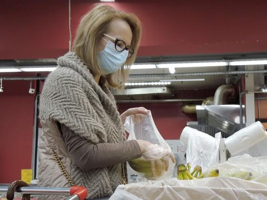 Исследование, проведенное в Великобритании, показывает, что у людей, которые не носят маски в помещении, в два раза больше шансов получить положительный результат теста на COVID