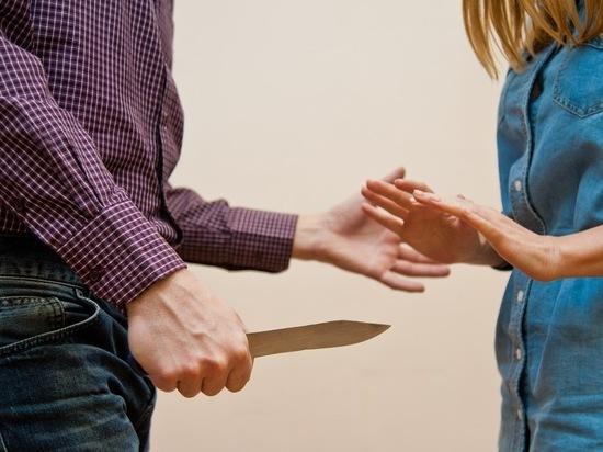 Волгоградец во время ссоры ударил ножом родную сестру