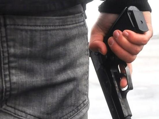 В Казани заметили вооруженного мужчину возле детсада