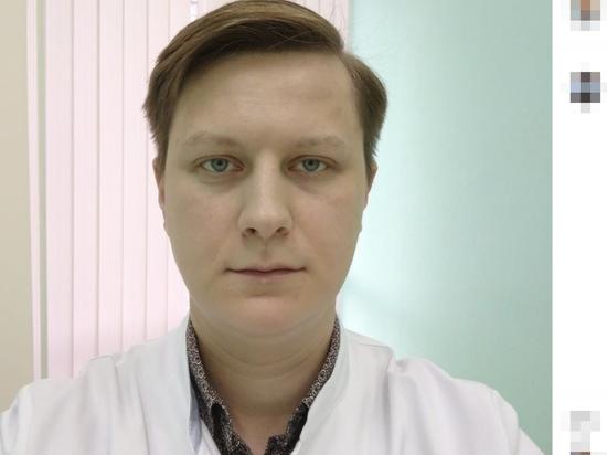 Мужчина-врач увидел полоску голой кожи
