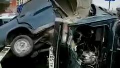 В Махачкале машину от удара о столб разорвало пополам