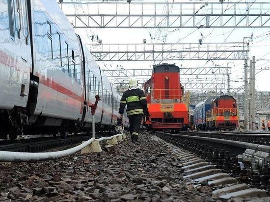 Поезд и грузовик столкнулись на перегоне в Волгоградской области