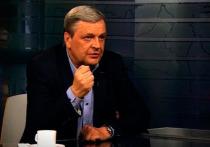 Умеете хранить тайны? Знаменитый журналист Павел Веденяпин — нет! Вот уже несколько сезонов на телеканале «Звезда» он ведет программу «Код доступа», в которой открывает зрителям самые главные секреты современности