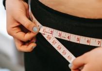 По словам медика, излишки жира в области талии сдавливают внутренние органы