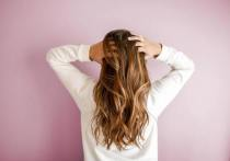 По словам медика, у одной из ее пациенток после коронавируса начали расти волосы на несколько тонов светлее
