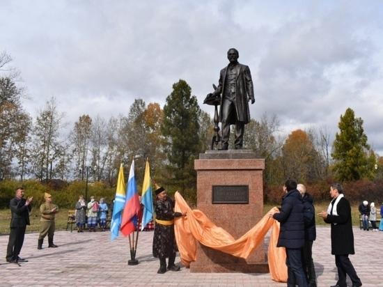 В Туве открыли еще один памятник Иннокентию Сафьянову