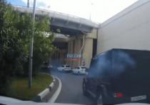 В Сочи двое водителей не поделили дорогу, один устроил стрельбу