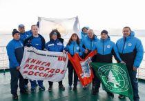 Проплыли в ледяной воде и попали в книгу рекордов РФ «моржи» в ЯНАО