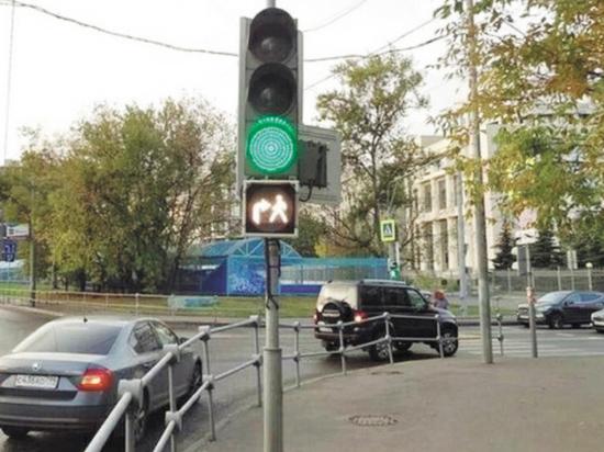Они одновременно разрешают движение пешеходов и водителей