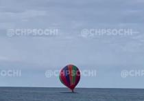 В Сочи в море приземлился воздушный шар с отдыхающими