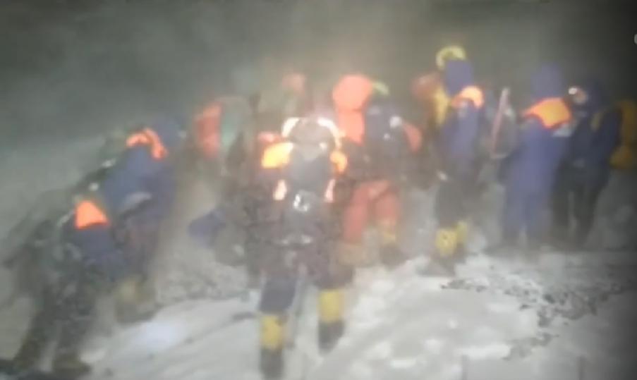 Гиды погибших на Эльбрусе туристов пропустили аварийное убежище в 50 метрах