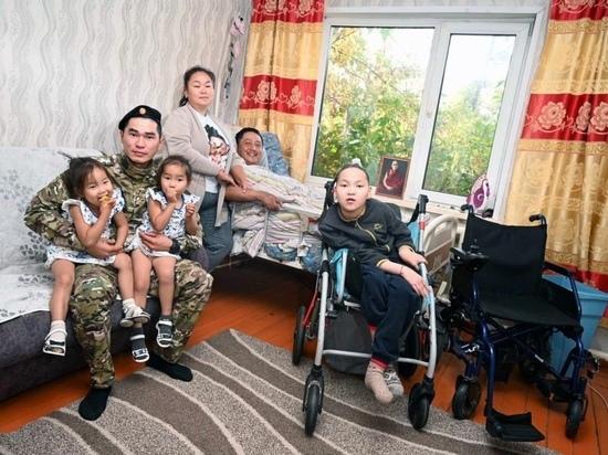 В Туве военнослужащий оказал помощь многодетной семье