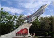 Ранее специалисты удалили поврежденные детали монумента и обработали опоры самолета МиГ-21 антикоррозионным покрытием