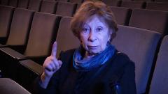 Лия Ахеджакова призналась, что опасается выходить на сцену: видео