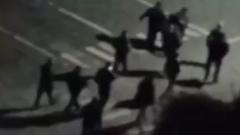 Очевидцы сняли на видео задержание подозреваемого в убийстве студенток из Гая