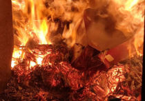 Новокузнецкие полицейские устроили массовое сожжение сигарет